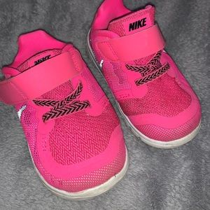 Nike toddler sneakers size 5